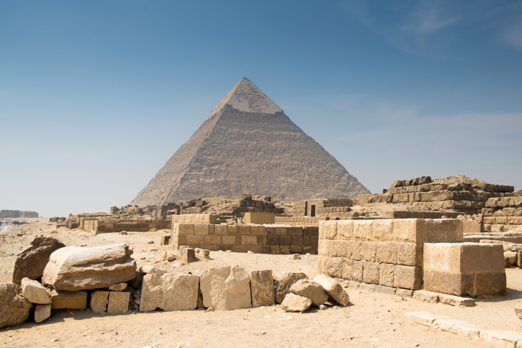Pyramid of Khafre in Great pyramids omplex in Giza