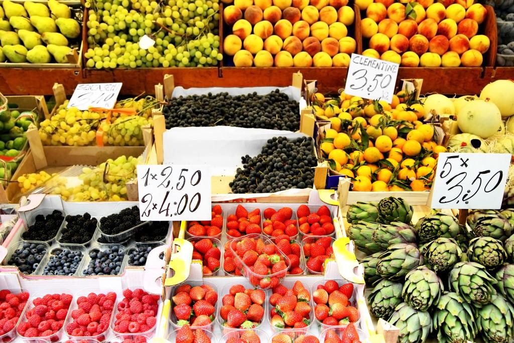 Pro většinu Čechů je při nákupech potravin rozhodující cena, v průzkumech však jako hlavní faktor uvádějí kvalitu