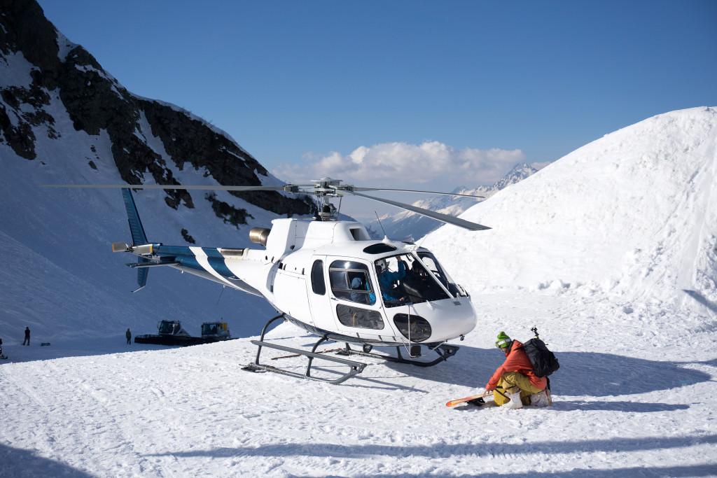 Tipy na netradiční adrenalinové zimní sporty: Heliskiing, sáňkování trochu jinak, snow bike