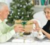 Na vánoční dárky si půjčuje stále více Čechů. Roste počet zadlužených domácností i seniorů
