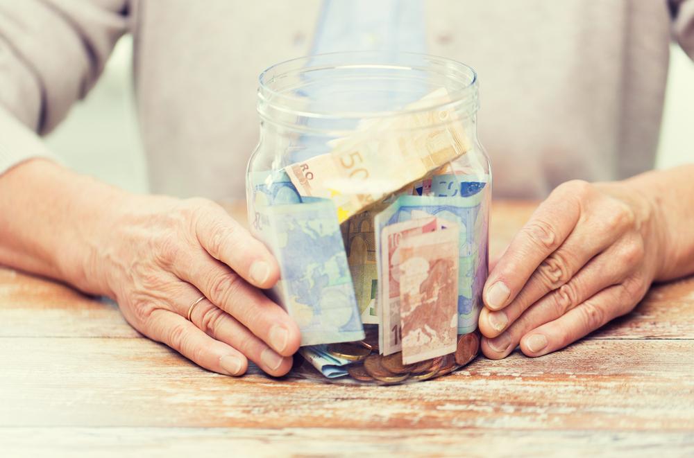 Důchodci si v novém roce polepší. Společně s důchody ale stále roste i cena potravin