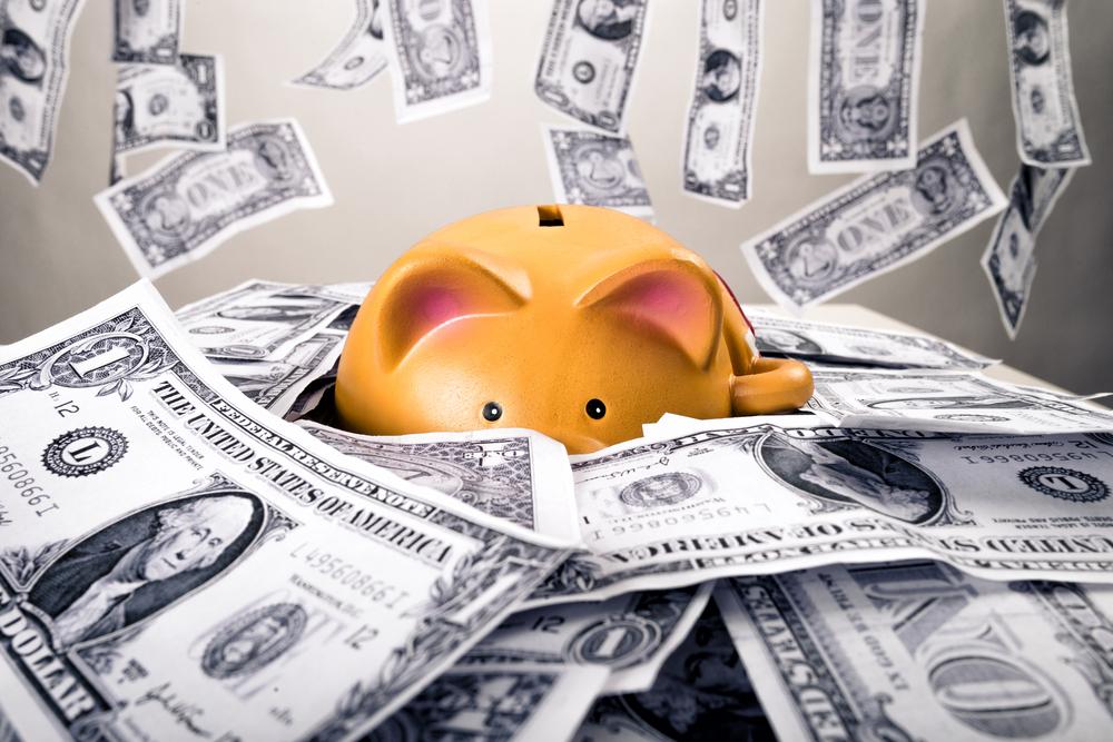 """Peníze na spořicích účtech """"požírá"""" vysoká inflace. Nechávat na nich veškeré úspory se nevyplatí"""