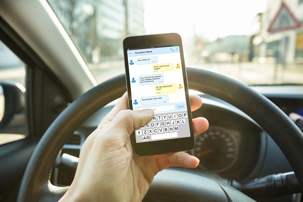Propojení mobilních telefonů a automobilů usnadňuje život