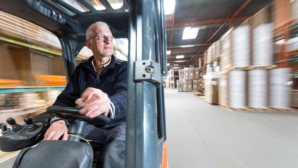 Zaměstnávání seniorů v průmyslových firmách