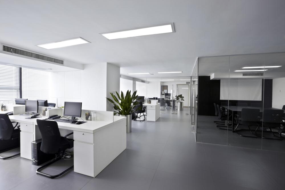 Trendy v kancelářích: silnější pronikání přírody do kanceláří, moderní technologie, paleta barev