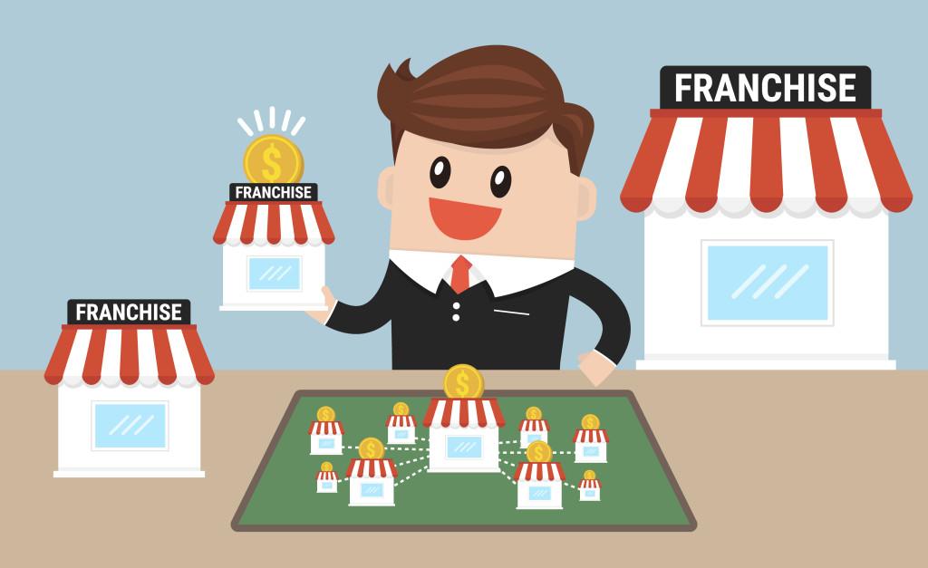 Více než polovina českých zaměstnanců chce začít podnikat, brzdí je ale strach z neúspěchu. Čím dál častěji proto volí franšízu
