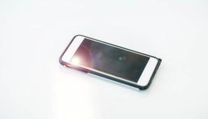 Komentář: Výrobci zpřísnili crash testy baterií do mobilů. Hlídají těkavé látky i odolnost v běžném provozu