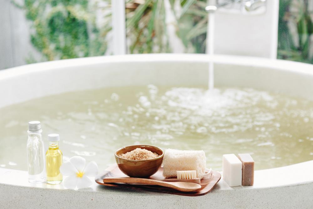 Dopřejte pleti v zimě něco extra: Pomůže sauna, solný peeling i výživná másla