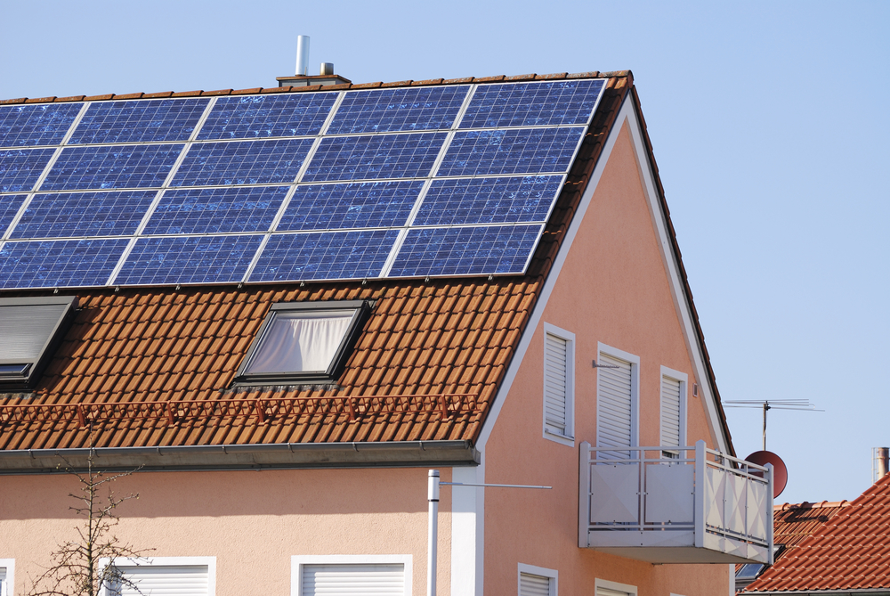 Na solární elektrárnu nově dostanete až 155 000 korun. Výkon pokryje i spotřebu velkých domů