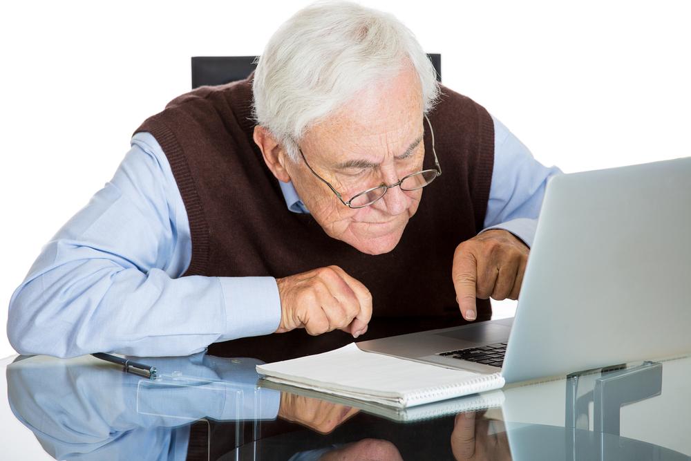 Čeští senioři se nebojí internetu, chatují i nakupují
