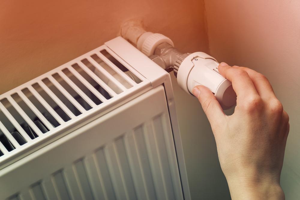 Bojíte se vysokého účtu za teplo? Experti radí: Zvyšovat zálohu hned nemusíte