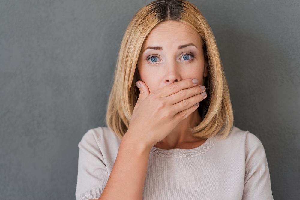 Za afty může oslabená imunita i nedostatek vitamínu B. Objevují se nejčastěji u dětí a žen