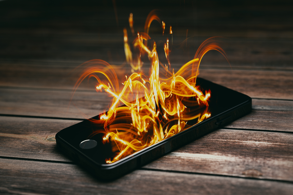 Jak zabránit výbuchu baterie smartphonu