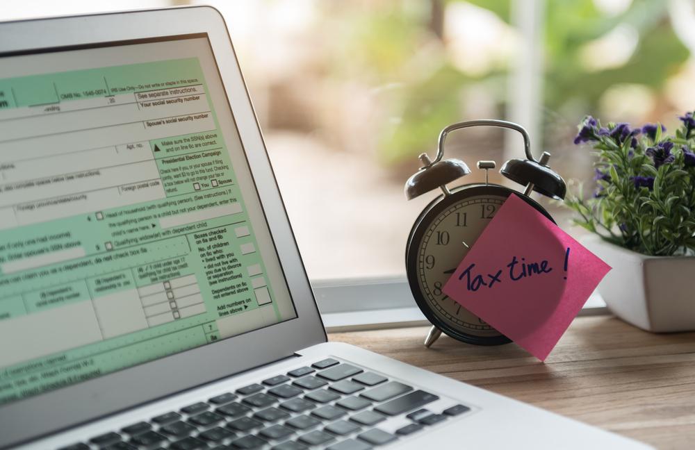 Nestihli jste podat daňové přiznání v termínu nebo jste zapomněli doplatit daň? Podívejte se, co vám hrozí