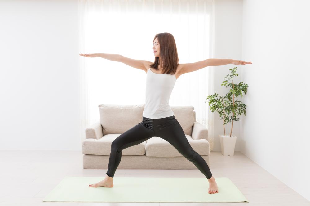 Cvičení při menstruaci uleví od křečí