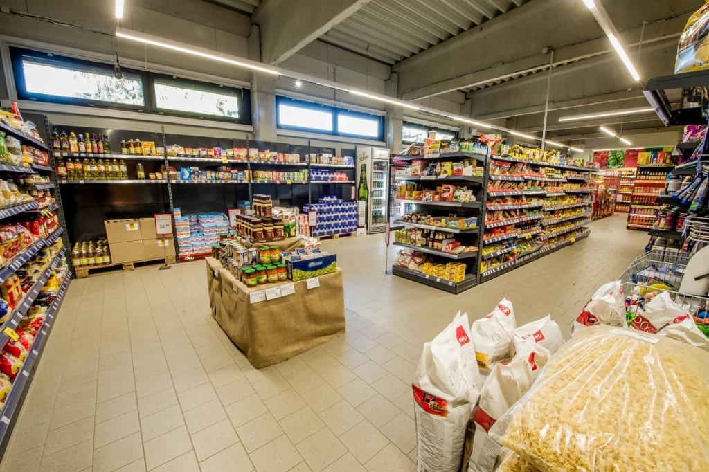 Zboží ve velkých řetězcích je o více než 20 % dražší než v prodejnách tradičního trhu
