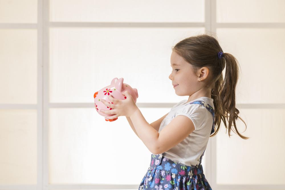 Pravidelné spoření dětem poskytne peníze do začátku